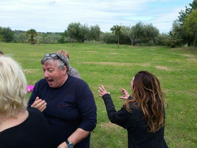 Yoga della Risata alla Scampagnata di Primavera della Banca del Tempo Riviera delle Palme a Moresco (FM)